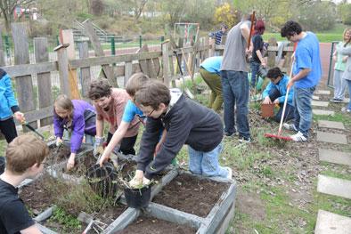 Frühjahrsputz im Schulgarten