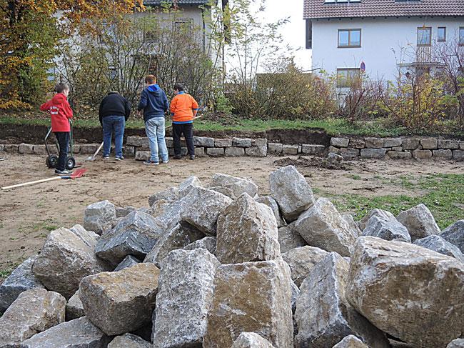 Bau einer Trockenmauer - Gartenpaedagogik