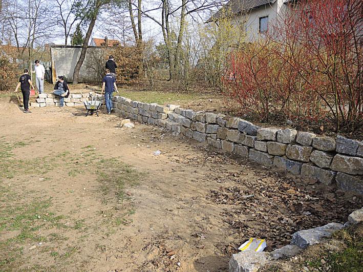 Die Trockenmauer ist fertig! Gartenpaedagogik René Paetow