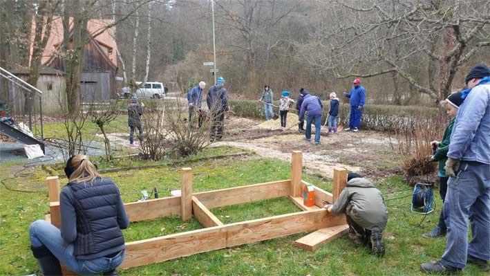 Bau von Hochbeeten - Gartenpädagogik Paetow