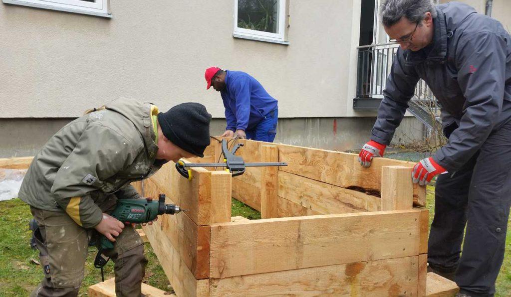 Hochbeetebau - Gartenpädagogik Paetow